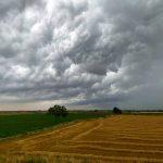 """Maltempo, """"esplodono"""" violenti temporali dall'Emilia Romagna alla Puglia: """"mai visto un cielo così"""" [FOTO LIVE]"""