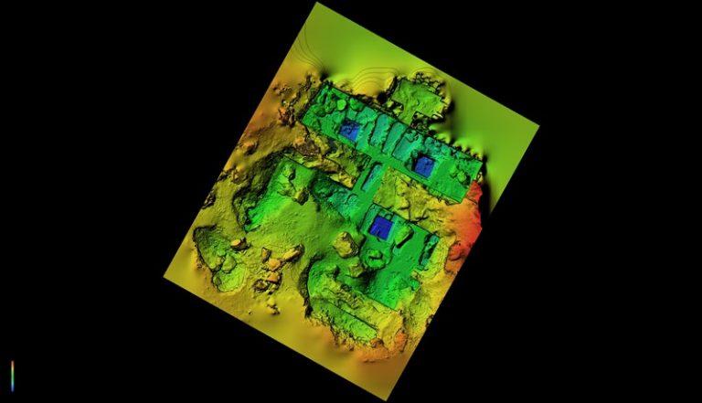 Modello digitale di elevazione con curve di livello della tomba di Khunes