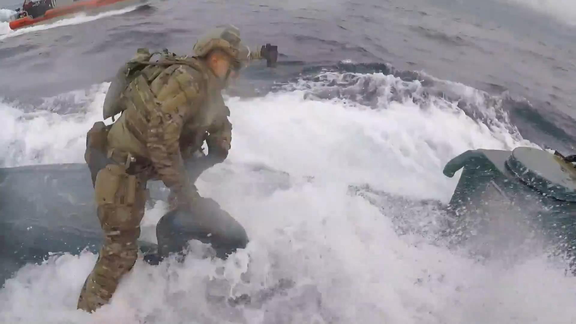 Notizia - USA - Guardia costiera assalta sottomarino narcos