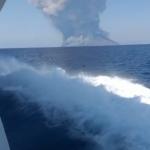 """Esplosione Stromboli, rischio maremoti: """"stare lontani dalle coste"""""""