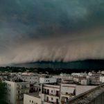 Maltempo Taranto: difficili le ricerche dell'operaio disperso durante la tempesta, poche speranze che sia vivo [FOTO e VIDEO]