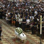 """Folla per i funerali di Nadia Toffa: """"Ha avuto fame e sete di giustizia, era dalla parte dei più deboli"""" [GALLERY]"""