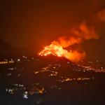 Emergenza incendi in Sicilia, in fiamme ettari di macchia mediterranea: famiglie evacuate e intossicate, massima allerta per le prossime ore [FOTO LIVE]