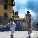 """Incendi Toscana, a fuoco cartiera a Lucca: """"Chiudete le finestre"""". Chiusa la statale del Brennero [FOTO]"""