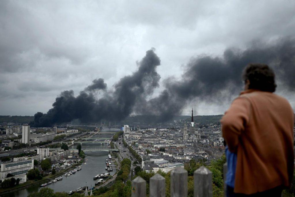 Francia, incendio stabilimento chimico Rouen