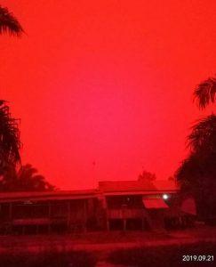 incendi indonesia cielo rosso