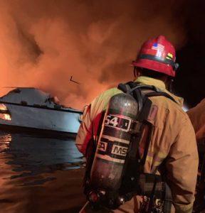 incendio barca santa cruz