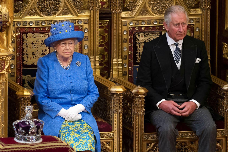 Risultati immagini per regina elisabetta carlo william e harry