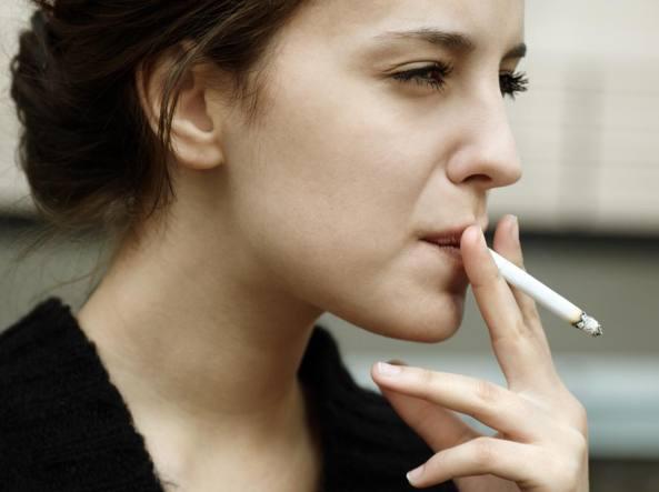 """Il fumo di """"terza mano"""": cos'è e perché è un pericolo sottovalutato"""