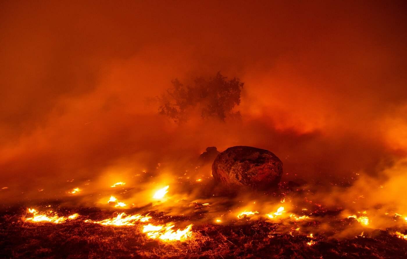 Usa - Incendi in California, evacuate 40mila persone