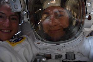 passeggiata spaziale donne selfie