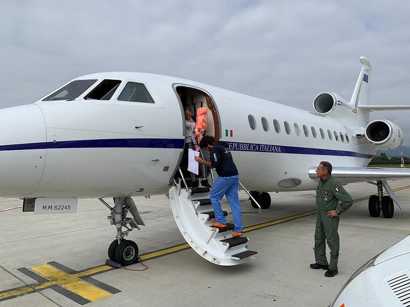 Bambina in pericolo di vita trasferita al Gaslini con volo Aeronautica$