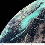"""Allerta Meteo, l'Uragano Lorenzo è in Europa: stasera il primo """"landfall"""" sulle isole Azzorre, 250 mila col fiato sospeso. Ansia anche in Irlanda [LIVE]"""
