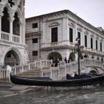 Maltempo Venezia, tornano a suonare le sirene dell'acqua alta: nuovo picco alle 23:35, domani scuole chiuse