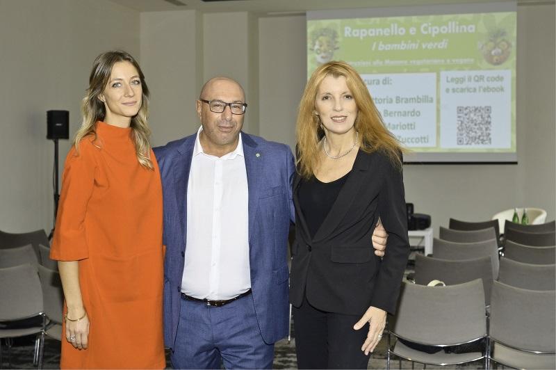 Da sinistra a destra: dott.ssa Lisa Mariotti, dott. Luca Bernardo, on. Michela Vittoria Brambilla