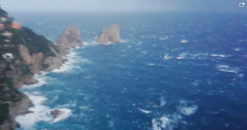 Maltempo Capri, zona isolata: burrasca in corso, cade un pezzo di cornicione del campanile [FOTO e VIDEO] - Meteo Web