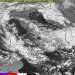 Allerta Meteo, freddo invernale e forti temporali al Sud. Al Nord, invece, caldo incredibile dopo le alluvioni: +22°C in Liguria!