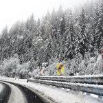 Bomba di NEVE sulle Alpi orientali, situazione drammatica in Alto Adige: esplodono linee ad alta tensione, migliaia isolati al buio. Chiuse A22 e ferrovia [VIDEO LIVE]