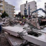 Terremoto Albania, si scava tra le macerie: il bilancio delle vittime sale a 40, anche 4 bambini [FOTO]