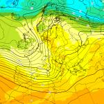 Previsioni Meteo, inverno indietro tutta: forte maltempo e caldo anomalo con lo scirocco, verso Natale all'insegna di un clima autunnale