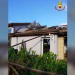 Maltempo, l'irruzione fredda inizia a sferzare l'Italia: venti impetuosi, tornado fa danni in Toscana [FOTO LIVE]