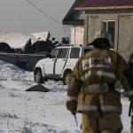 """Aereo con 100 persone a bordo si schianta vicino Almaty: numerose vittime ma """"ci sono sopravvissuti"""" [FOTO]"""