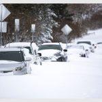 Meteo, tempesta da record negli USA: Duluth impraticabile, sepolta da quasi 60cm di neve [FOTO]