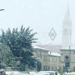 Meteo, la prima NEVE della stagione in Pianura Padana: temperature sottozero in pieno giorno, imbiancate anche le coste di Veneto e Romagna [FOTO e VIDEO]