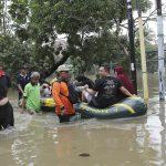 Indonesia, inondazioni a Giacarta: almeno 23 morti, evacuate decine di migliaia di persone [FOTO]
