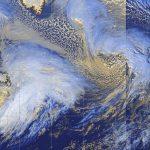 """Meteo, ciclogenesi esplosiva nell'Atlantico: bassa pressione verso 935hPa, l'Europa rischia la """"Tempesta del Secolo"""" [MAPPE]"""