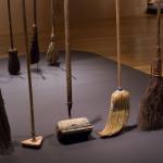 Broomstick Challenge, le scope che stanno in piedi da sole: la spiegazione della NASA [GALLERY]