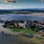 Maltempo, alluvione in Inghilterra: Tewskesbury circondata dalle inondazioni, nuova allerta per la tempesta Jorge nel weekend
