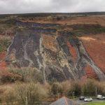 """Tempesta Dennis, ansia in Galles: frana impressionante a Tylorstown, """"sta scivolando una montagna di Carbone"""". Rhondda valley col fiato sospeso [FOTO]"""