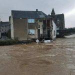 Tempesta Ciara, effetti devastanti in Scozia: il momento in cui un edificio crolla nelle acque di un fiume in piena [FOTO e VIDEO]