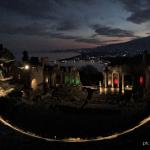 Coronavirus, un messaggio di speranza da Taormina: il Teatro Antico illuminato dal Tricolore