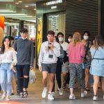 Coronavirus, in Australia gente in spiaggia e in gruppo per le strade mentre il contagio si espande: varate misure più restrittive [FOTO]