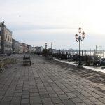 Il Coronavirus svuota Venezia, chiude anche il Caffè Florian: il Bar più antico del mondo che era rimasto sempre aperto anche durante le Guerre Mondiali [GALLERY]