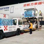 Coronavirus, giunti in Italia gli aiuti dalla Cina: 81 tonnellate di mascherine e medicine, un team di medici da Wuhan [FOTO]