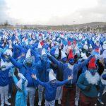 Altro che Coronavirus: 3.500 persone ignorano il divieto di assembramenti e si riuniscono per il più grande raduno di puffi al mondo [FOTO e VIDEO]