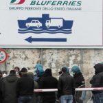 Coronavirus, alta tensione nello Stretto di Messina: polizia in assetto anti-sommossa per bloccare chi arriva dal Nord [FOTO e VIDEO]