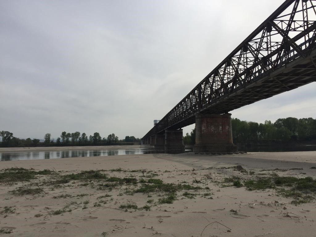 Il Po in magra al Ponte della Becca (Pavia)