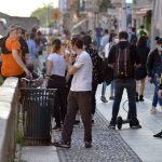 """Coronavirus, il sindaco di Milano lancia un ultimatum: """"Le immagini di ieri lungo i Navigli sono vergognose, pronto a chiudere di nuovo"""" [FOTO e VIDEO]"""