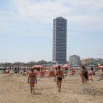 Primo weekend di libertà nell'era Coronavirus: da Palermo a Riccione, si ripopolano le spiagge dell'Italia ma è allerta movida [FOTO]