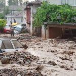 Devastante alluvione in Turchia, strade come fiumi, case allagate e auto spazzate via a Kestel: morti e dispersi [FOTO e VIDEO]