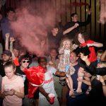 Liverpool come Napoli, migliaia di tifosi per festeggiare la vittoria della Premier League: infuriano le polemiche per i maxi assembramenti [FOTO]