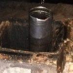 Fulmine colpisce comignolo, distrutti gli impianti elettrici: paura in un condominio, interamente evacuato [FOTO]