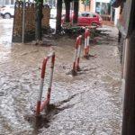 Maltempo Lombardia, piogge alluvionali in provincia di Varese: picchi di 163mm, a Gavirate fiumi di acqua per le strade [FOTO e VIDEO]