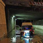 Maltempo, forti piogge e allagamenti a Genova e in Friuli Venezia Giulia: salvato uomo rimasto intrappolato in un garage, frane nella Bergamasca [FOTO]