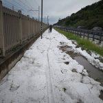 Maltempo, grandine nelle Marche: imbiancata la pista ciclabile tra Pesaro e Fano [FOTO]