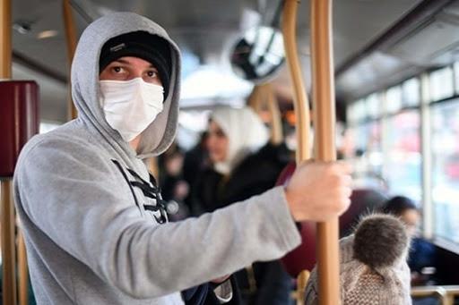 Covid-19, la Lombardia conferma la nuova ordinanza: nessun distanziamento interpersonale sui mezzi pubblici